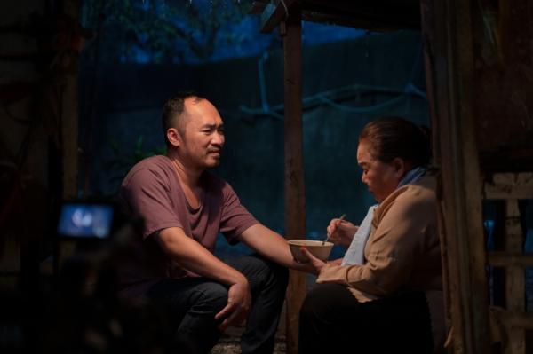 'Chuyện Xóm Tui' của Thu Trang - Tiến Luật gây sốt, vào thẳng lên Top 2 Trending 3
