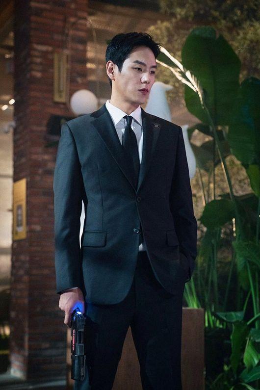'Xứ sở Alice': 'Ông bố cực phẩm' Kwak Si Yang giảm 6kg cho vai diễn 5