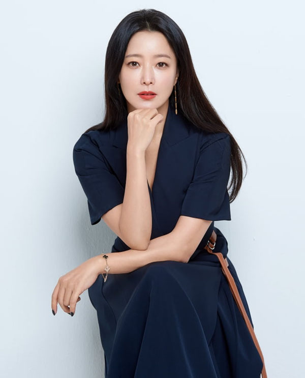 'Xứ sở Alice': Kim Hee Sun khóc hết nước mắt suốt 1 giờ đồng hồ sau khi phân cảnh cuối cùng lên sóng 3