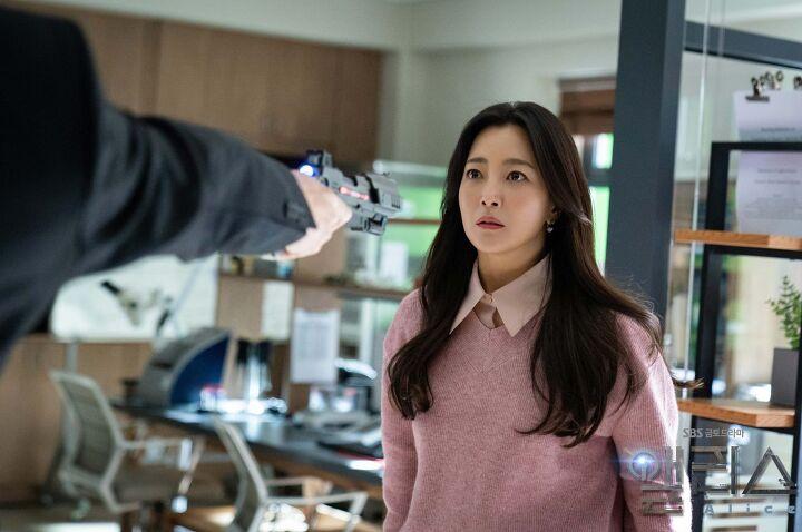 'Xứ sở Alice': Kim Hee Sun khóc hết nước mắt suốt 1 giờ đồng hồ sau khi phân cảnh cuối cùng lên sóng 11
