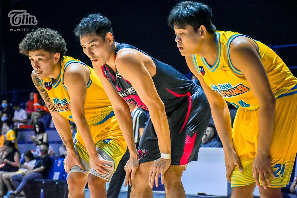 Đồng phục mới của Thang Long Warriors nổi bật dưới hiệu ứng ánh sáng sân VBA Arena 6