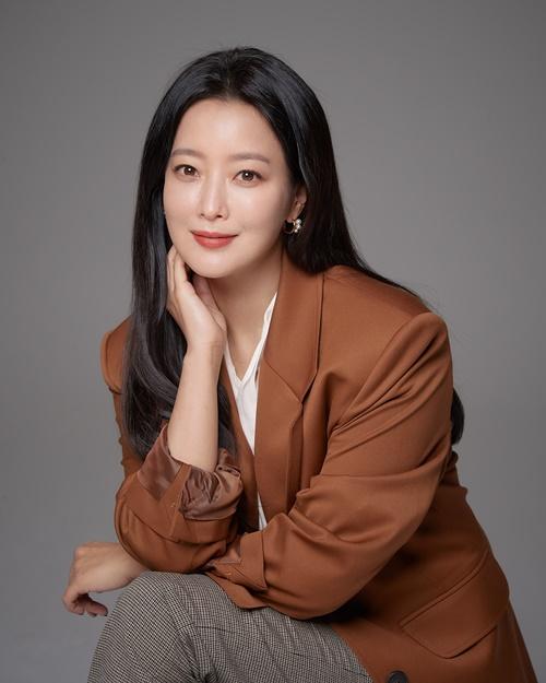 'Xứ sở Alice': Kim Hee Sun khóc hết nước mắt suốt 1 giờ đồng hồ sau khi phân cảnh cuối cùng lên sóng 0