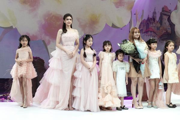 Trương Quỳnh Anh diện 'đầm công chúa', sải bước làm vedette đầy thần thái 3