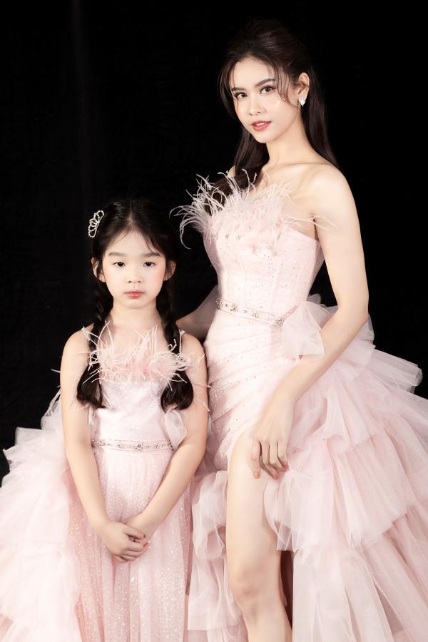 Trương Quỳnh Anh diện 'đầm công chúa', sải bước làm vedette đầy thần thái 4