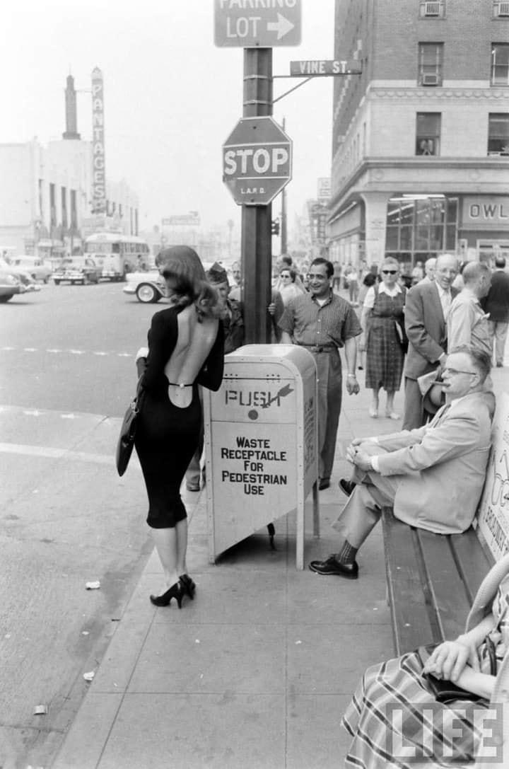 Nhan sắc mỹ nhân táo bạo giới thiệu mẫu váy hở lưng khiến cả Hollywood say đắm 50 năm trước 3