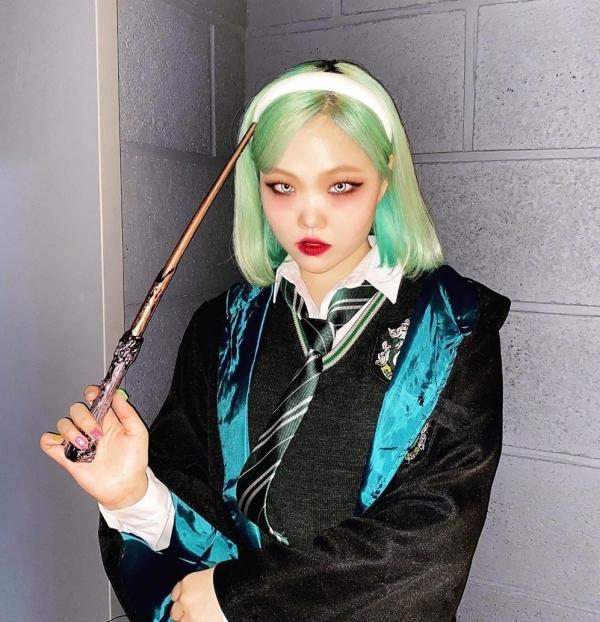 Sao Hàn chơi Halloween: Nancy làm Marilyn Monroe siêu nóng bỏng, cặp đôi Iz*One hóa thành Joker - Harley Quinn 9