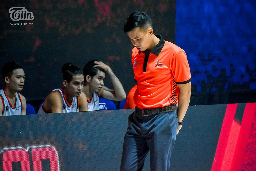 HLV Phan Thanh Cảnh dường như muốn bùng nổ trong trận đấu tối nay 31/10
