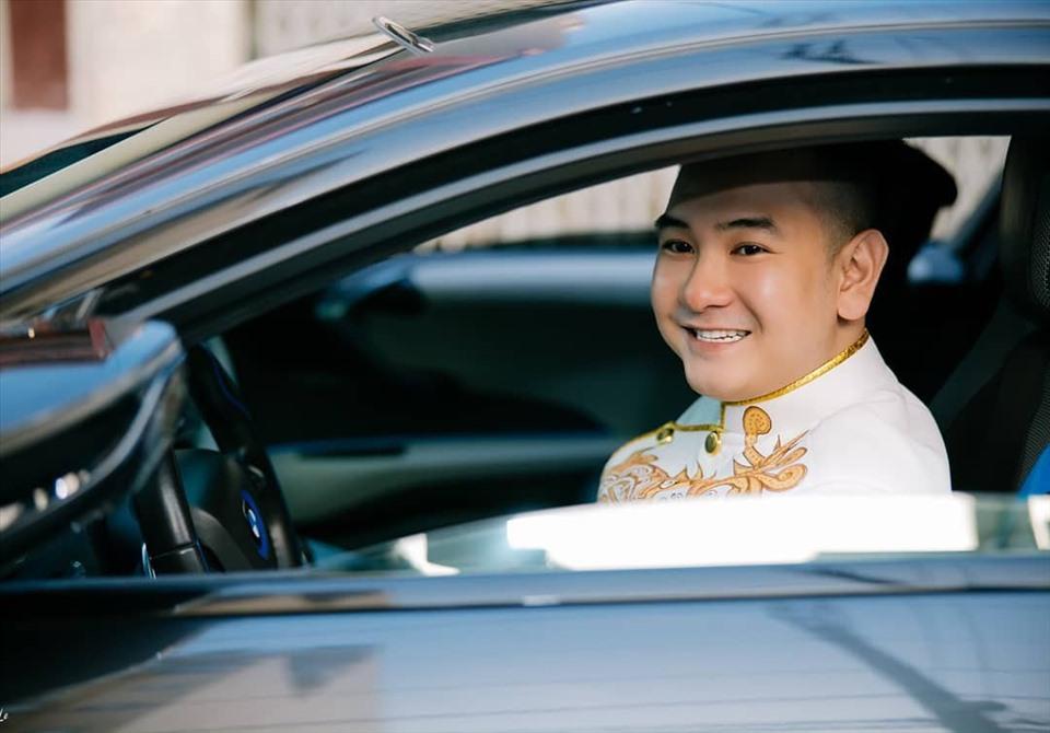 Đây cũng chính là chiếc xe anh dùng để đón dâu trong ngày cưới hôm nay (14/11).