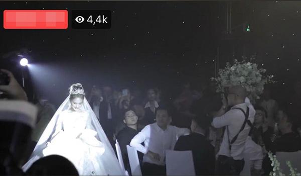 Cô dâu Xoài Non xuất hiện xinh đẹp với chiếc váy triệu đô.
