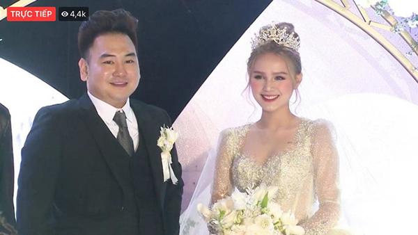 Cận cảnh hai nhân vật chính của hôn lễ.