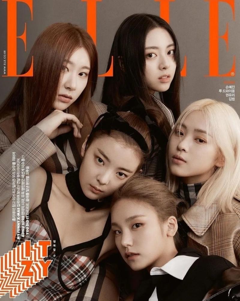 Dù không lộ hẳn set outfits nhưng thành viên Lia của nhóm ITZY vẫn được khen thần thái cuốn hút và sang chảnh hơn hẳn đàn chị Yeri nhờ loạt phụ kiện bắt mắt như bờm, choker khi xuất hiện trên bìa tạp chí Elle vừa phát hành.