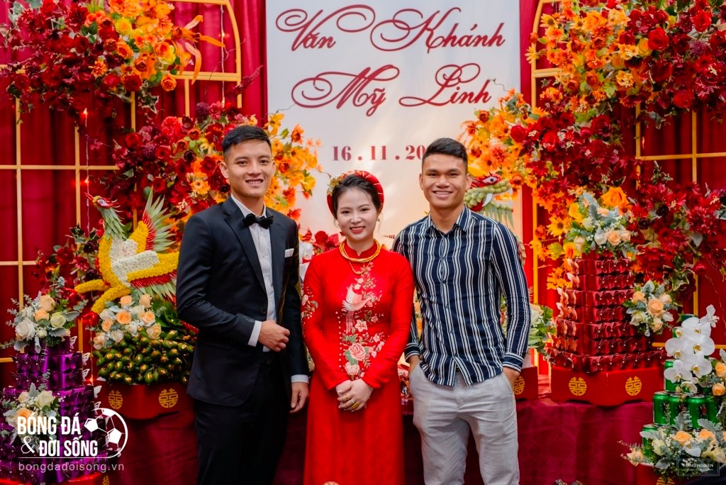 Cầu thủ Văn Thanh có mặt tại lễ ăn hỏi của Hoàng Văn Khánh hôm 16/11