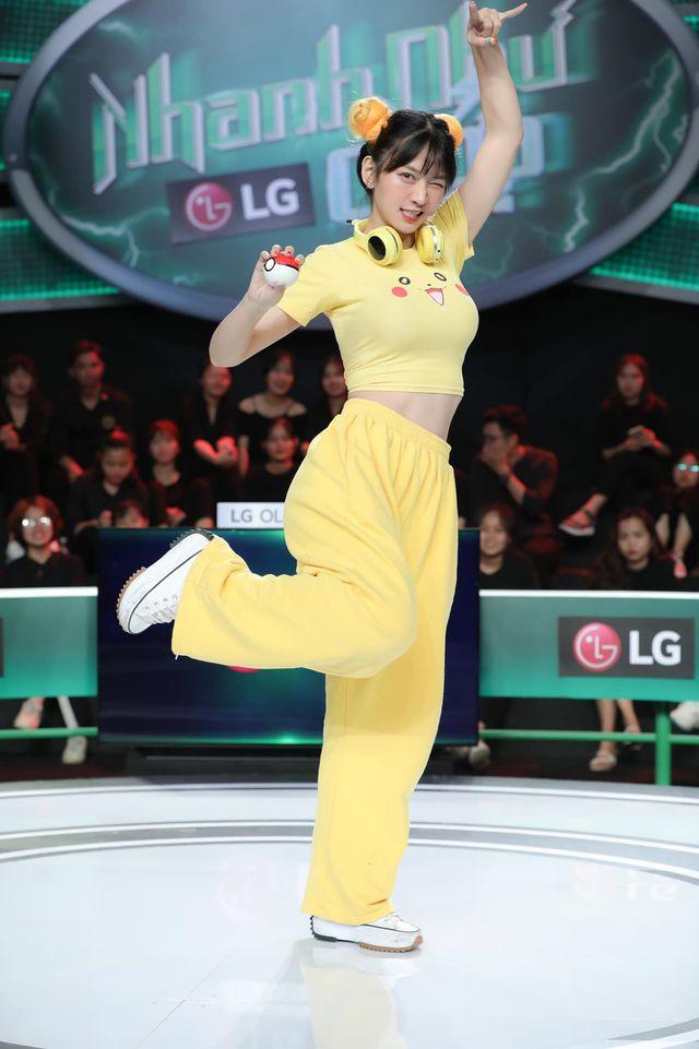 Hot girl Lê Bống chính thức lên tiếng vụ mặc đồ Pikachu bó sát: 'Mình không hề biết khi lên sóng trông sẽ phản cảm' 0