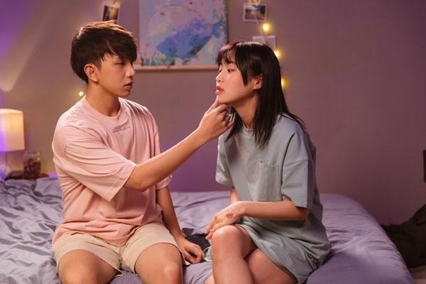 'Đừng làm bạn nữa' tập 3: Han Sara hướng dẫn Tùng Maru cách ôm hôn chuyên nghiệp và màn thị phạm 'thót tim' 9