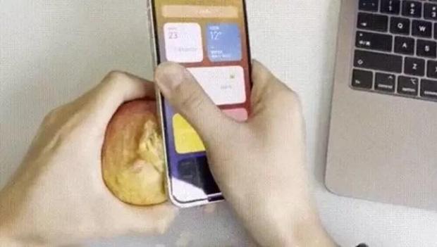 Tranh cãi dữ dội việc viền iPhone 12 sắc bén đến mức có thể gọt táo, làm đứt tay 1