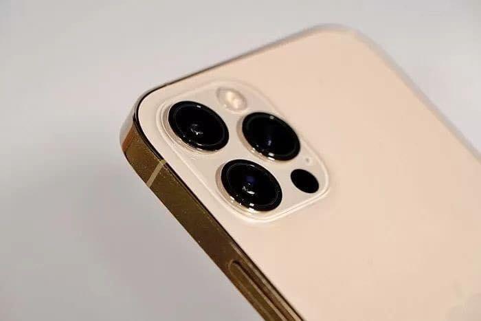 Thậm chí viền cạnh của iPhone 12 có thể làm đứt tay.