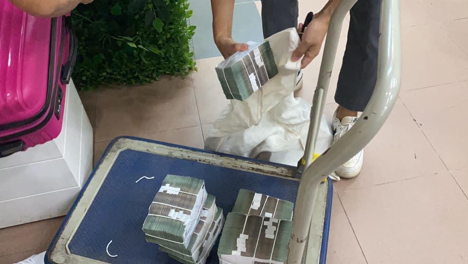 Thủy Tiên mang 'bao tải tiền', sẵn sàng hỗ trợ 7000 người dân ở Huế 2