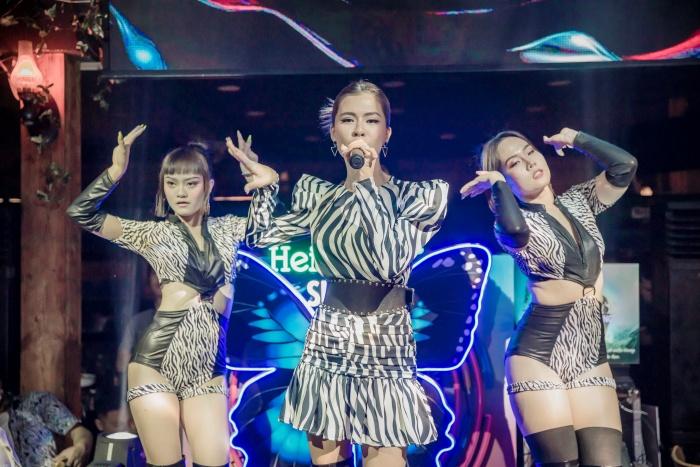 Thủy Tiên bất ngờ tái ngộ người hâm mộ, biểu diễn trong sự kiện thiện nguyện 'Hướng về miền Trung' 3