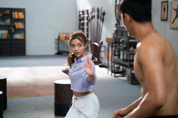 Cô nàng Khánh Trang gây sóng gió cho hai chàng trai.