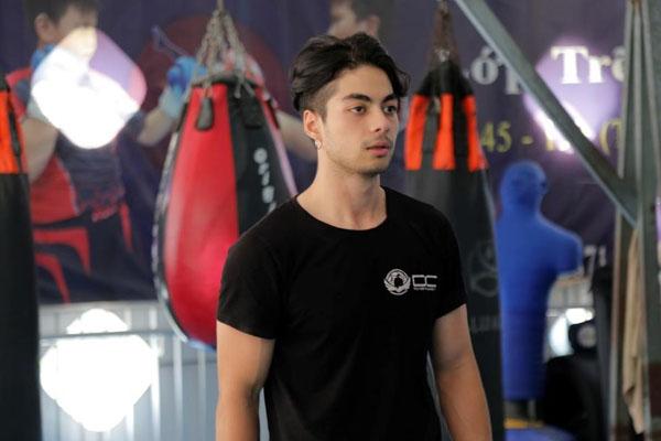 Gi A Nguyễn vào vai Hoàng – hot boy của câu lạc bộ võ MMA.
