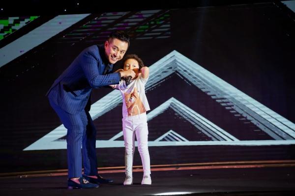 Tuấn Hưng và bé Su Hào