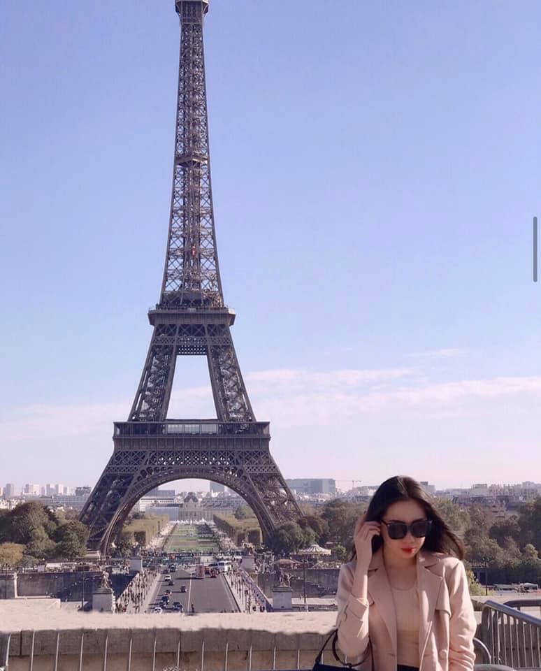 Cô Quỳnh Mai cũng có sở thích du lịch và khám phá văn hóa của các nước trên thế giới.