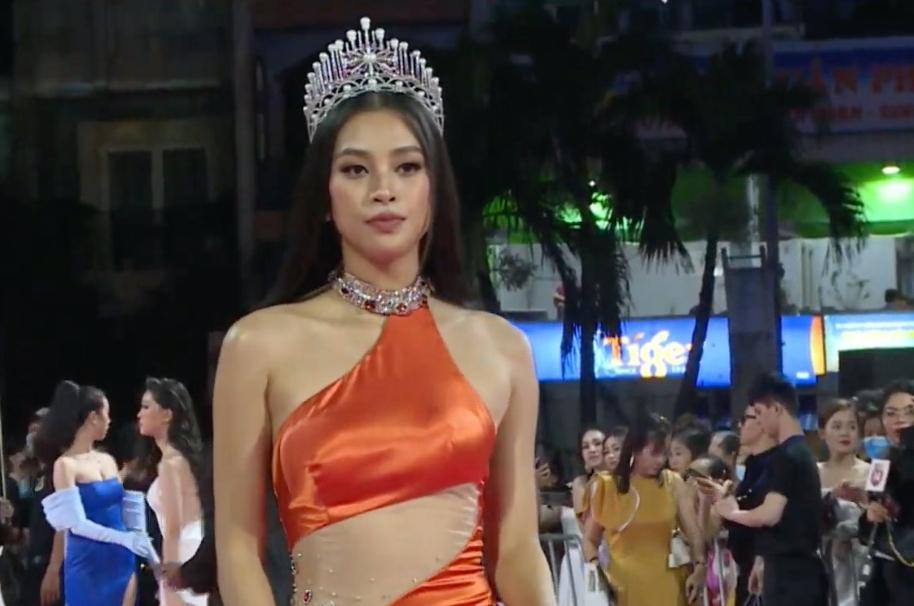 Đương kim Hoa hậu Tiểu Vy - bà trùm hoa hậu Kim Dung
