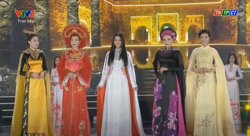 Các nàng Hoa hậu Việt Nam của thập kỷ này hội ngộ trên sân khấu.