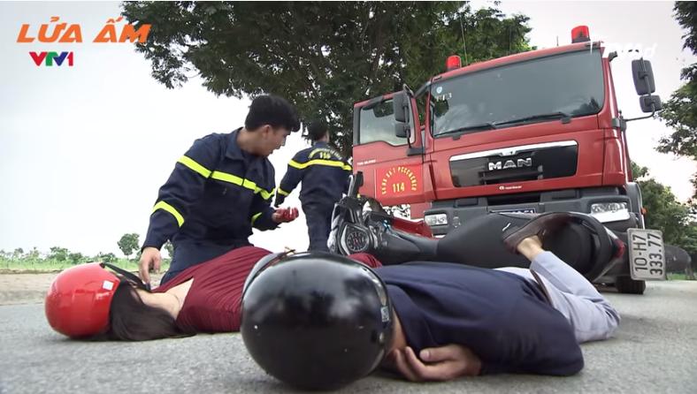 Một vụ tai nạn bất ngờ xảy ra, đội cứu hộ phải tức tốc tới hiện trường để cứu nạn nhân