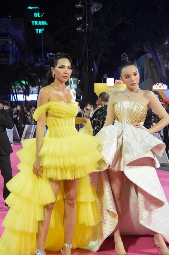 Kỳ Duyên - Minh Triệu ôm eo cực tình trong chung kết Hoa hậu Việt Nam 2020 0