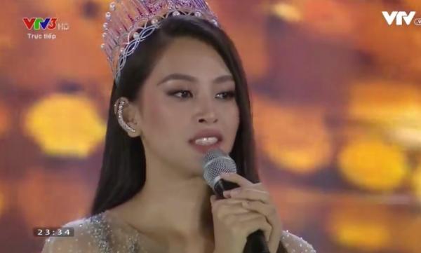 Đương kim Hoa hậu Việt Nam 2018 khóc nức nở, nghẹn ngào trong phần phát biểu cuối cùng trước khi trao lại vương miện.