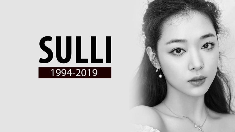 Đau buồn nhất phải kể đến sự ra đi của Sulli, 'đóa hoa lê tháng 3 rực rỡ' đã vĩnh viễn rời bỏ thế gian ở tuổi 25.