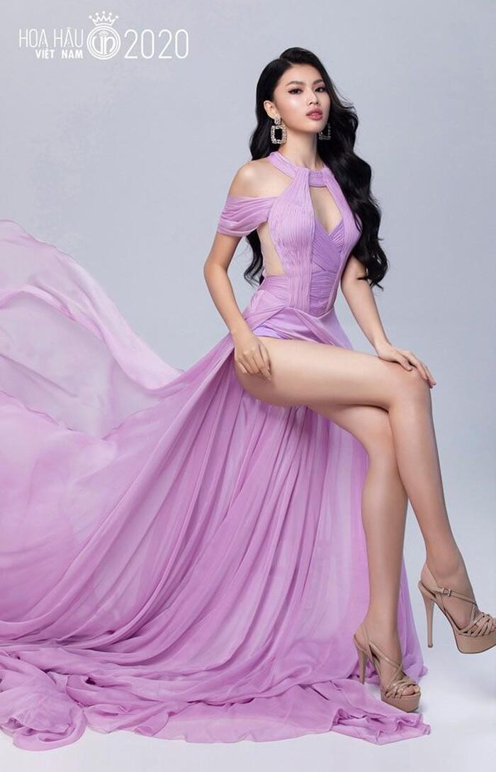 Lộ ảnh quá khứ của Á hậu 2 Hoa hậu Việt Nam 2020 trong đêm hội chân dài của 'ông bầu' Khắc Tiệp 8