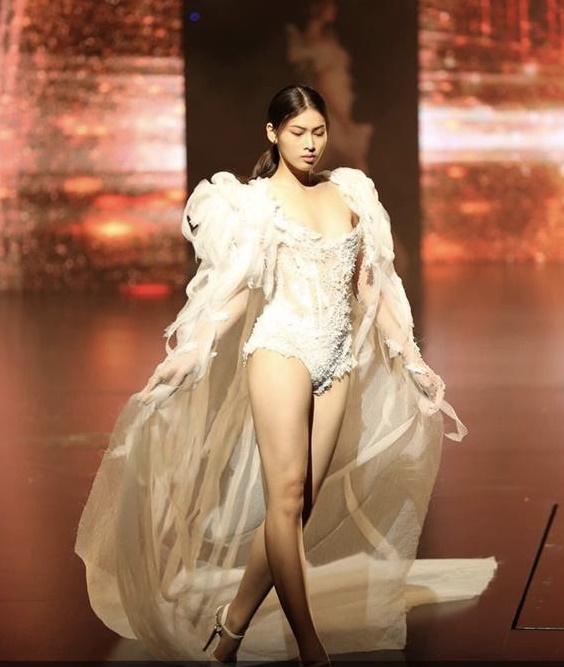Chính ông bầu họ Vũ đã chia sẻ hình ảnh củaNguyễn Lê Ngọc Thảo là model trình diễn trong 'Đêm hội chân dài'