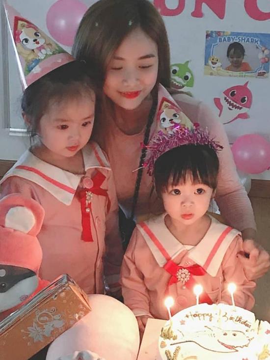 Bảo Ngọc từngtổ chức sinh nhật cho con gái Vy Lam tại lớp học.