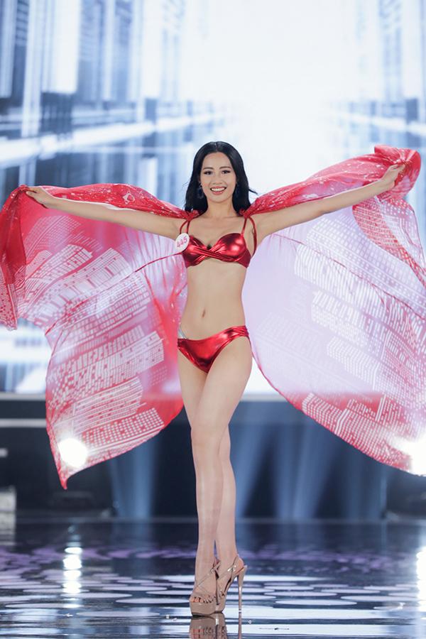 Chiêm ngưỡng màn trình diễn bikini cực kì nóng bỏng của Top 22 tạichung kết Hoa hậu Việt Nam 2020 1
