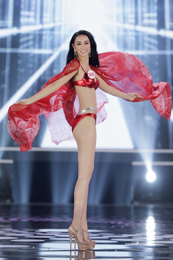 Chiêm ngưỡng màn trình diễn bikini cực kì nóng bỏng của Top 22 tạichung kết Hoa hậu Việt Nam 2020 5