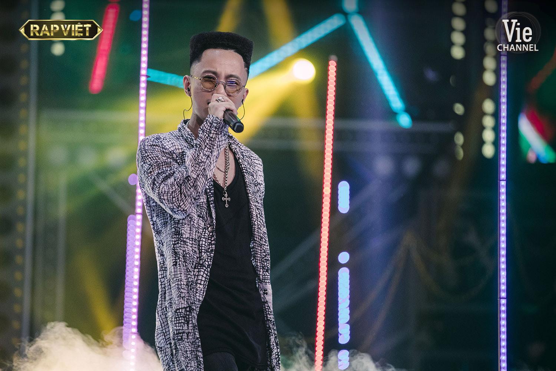Rhymastic trong đêm chung kết Rap Việt.