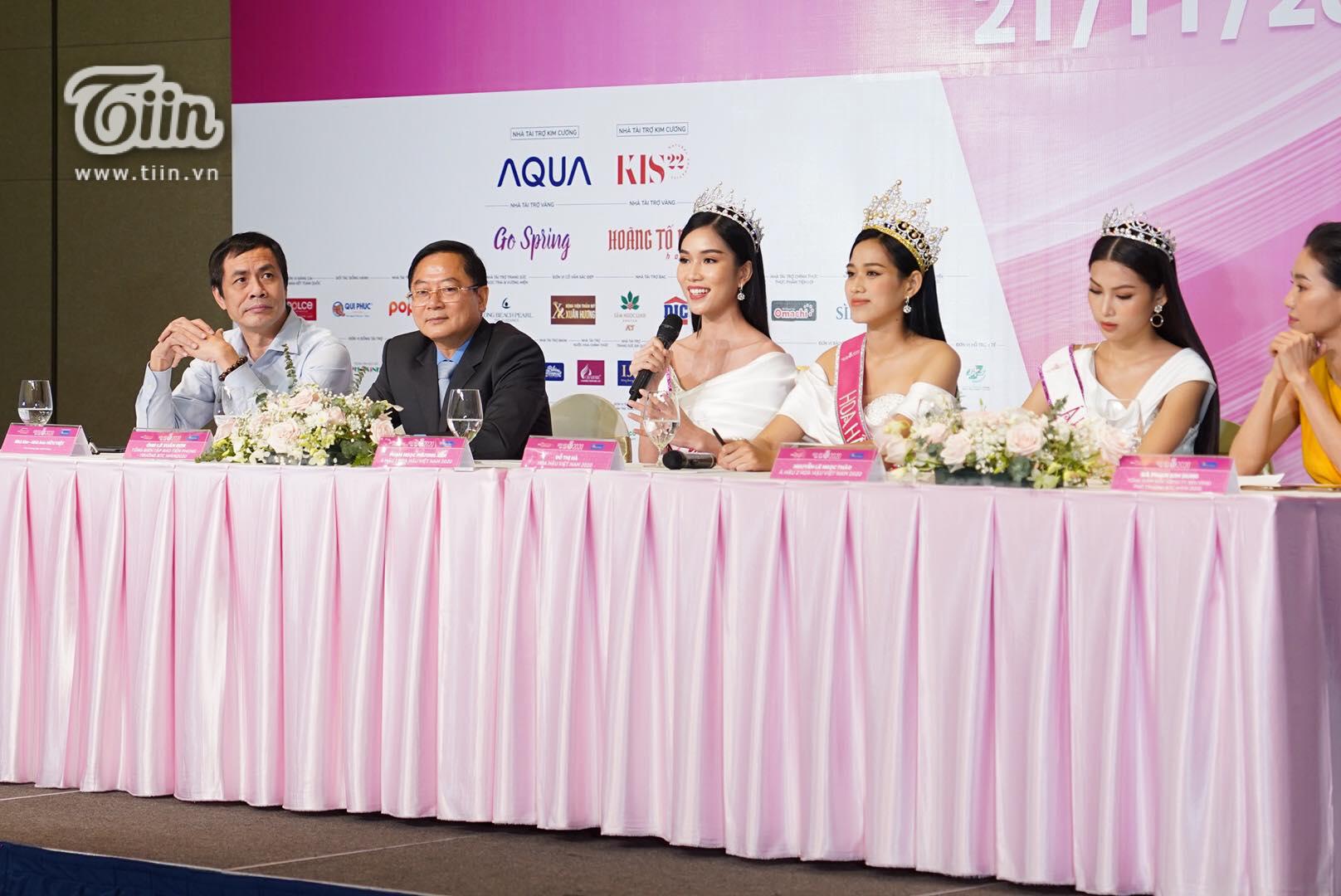 Hoa hậu Đỗ Thị Hà cùng 2 Á hậu trả lời họp báo sáng 21/11.