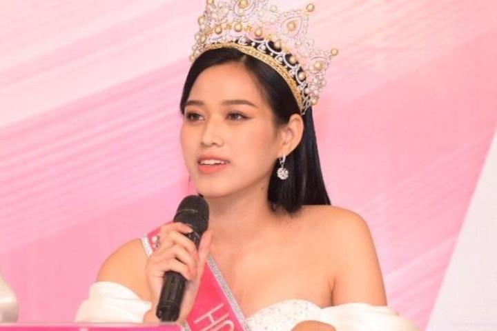 Đỗ Thị Hà phủ nhận tin đồn là họ hàng thân thiết vớitrưởng BTC Hoa hậu Việt Nam.