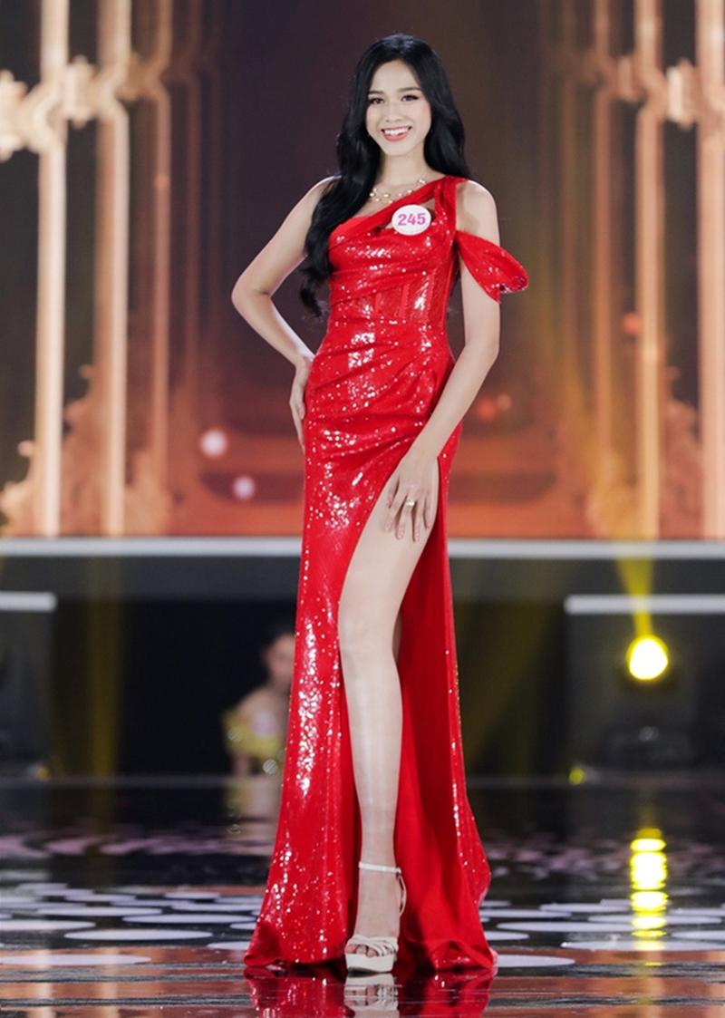 Số đo 3 vòng của Tân Hoa hậu Đỗ Thị Hà 'như mơ' mà sao mặc bikini lại 'thẳng đuột' thế này? 9