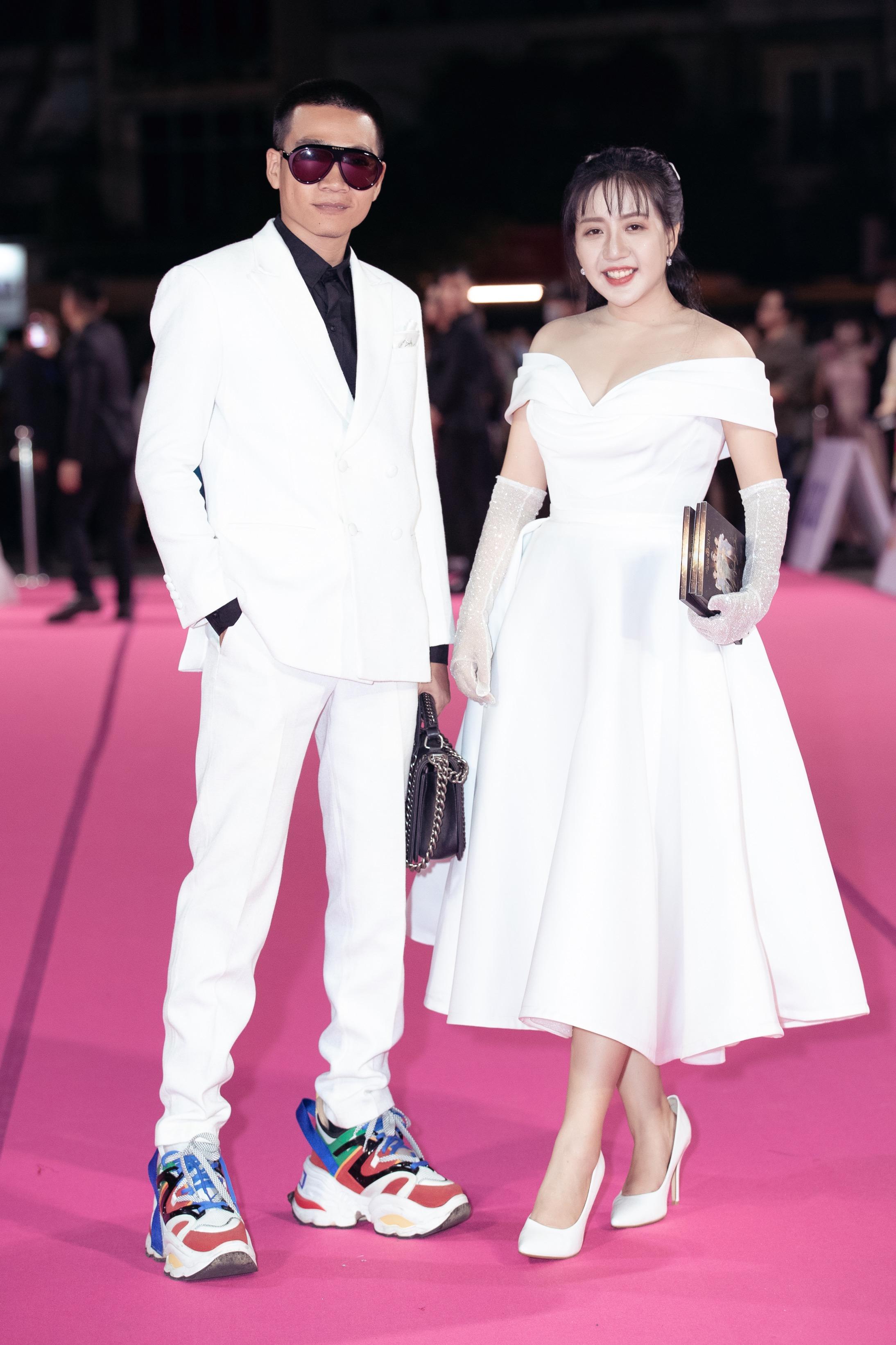Wowy xuất hiện bảnh bao trên thảm đỏ chung kết Hoa hậu Việt Nam 2020.