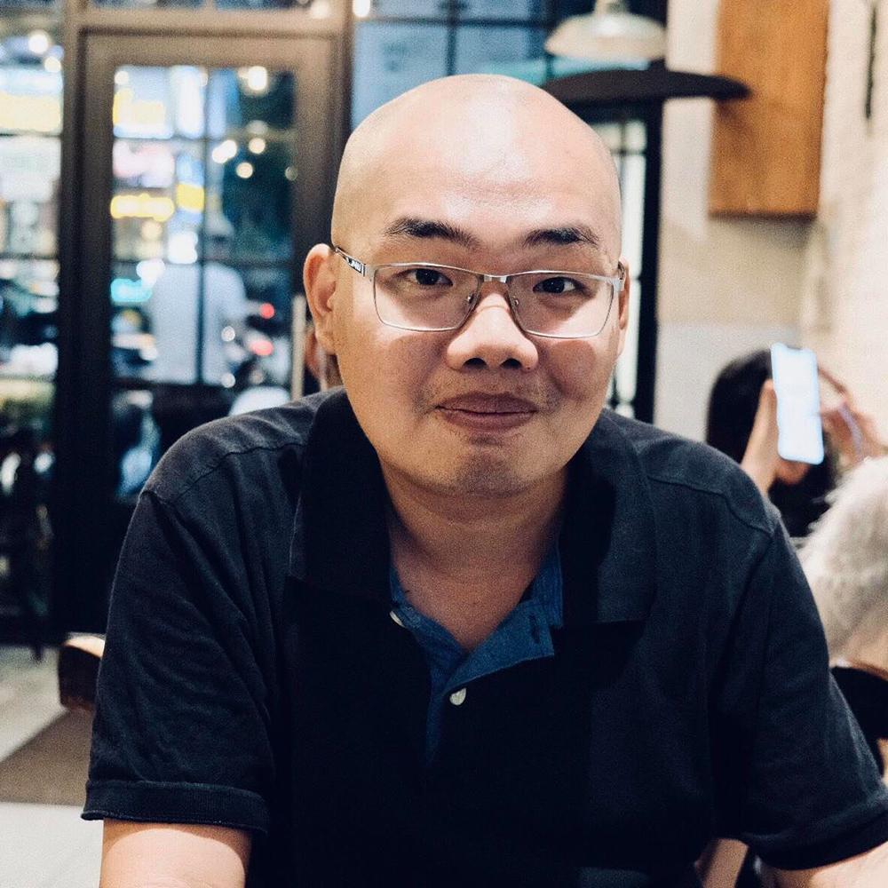 Anh Dương luôn vui vẻ, nhiệt tình với khách hàng của mình