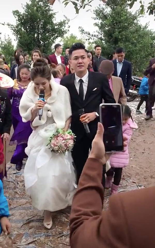 'Hát sương sương' trong đám cưới, cô dâu chú rể thu về 6 triệu lượt xem 0
