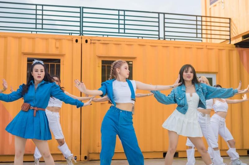 Sau 2 thập niên, nhóm nhạc nữ đình đám một thời - Mắt Ngọc hiện chỉ có 3 thành viên. Trong đó, thành viên cũ duy nhất còn ở lại là Thúy Nga, hiệnđang là 'thủ lĩnh' của nhóm, cùng hai đàn em làNgọc Dungvà Yến Nhi.