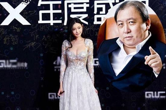 Đồng Phi là một trong những nữ diễn viên trẻ nổi lên nhờ bàn của Vương Tinh.