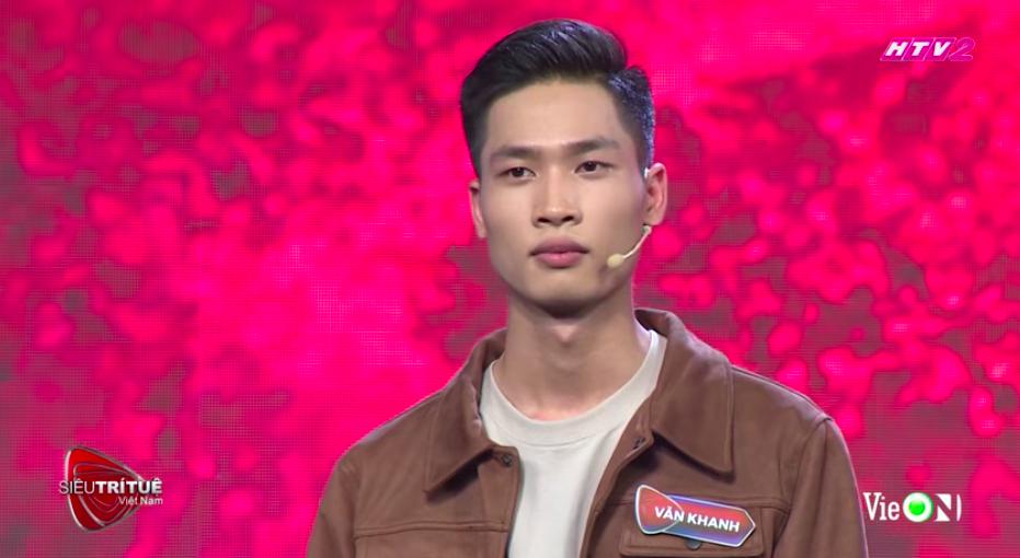 Văn Khanh tự tin và quyết đoán tại sân khấu 'Siêu trí tuệ Việt Nam'.