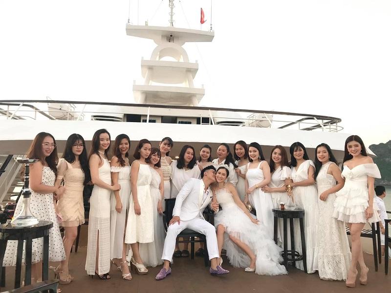 Đám cưới du thuyền sang chảnh, đầu tư của cặp đôi.