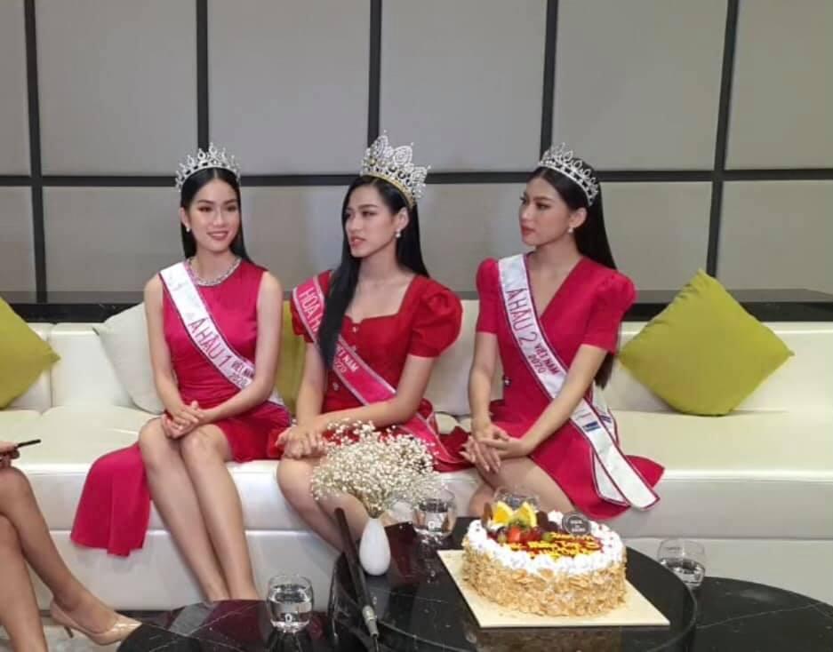 Top 3 Hoa hậu 2020 tự tin trả lời các câu hỏi của báo giới hậu đăng quang