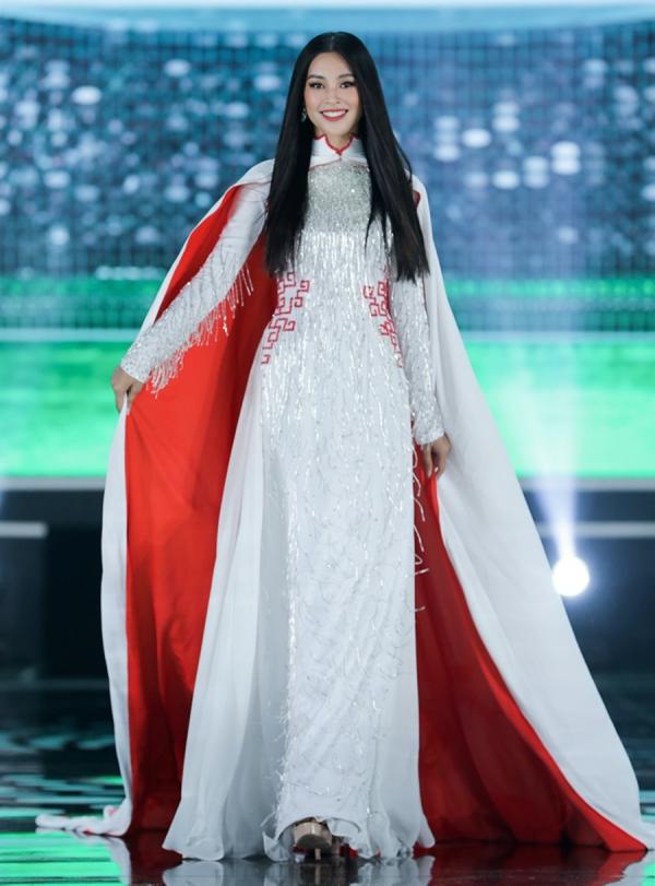 Trần Tiểu Vy viết tâm thư gửi tân hoa hậu Đỗ Thị Hà: 'Sắc đẹp, trí tuệ của em sẽ làm cho chiếc vương miện lung linh hơn' 3